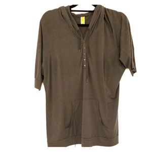 Lucy top with hoodie and pockets - large